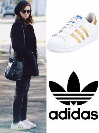 日本未入荷☆有名人着用デザイン【adidas Originals Superstar】 スニーカー adidas(アディダス) バイマ BUYMA
