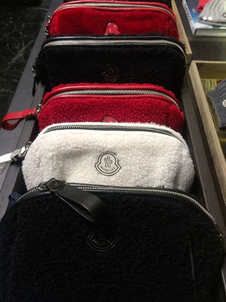 Monclerモンクレール*BEAUTY CASE*ムートンポーチ3色 MONCLER(モンクレール) バイマ BUYMA